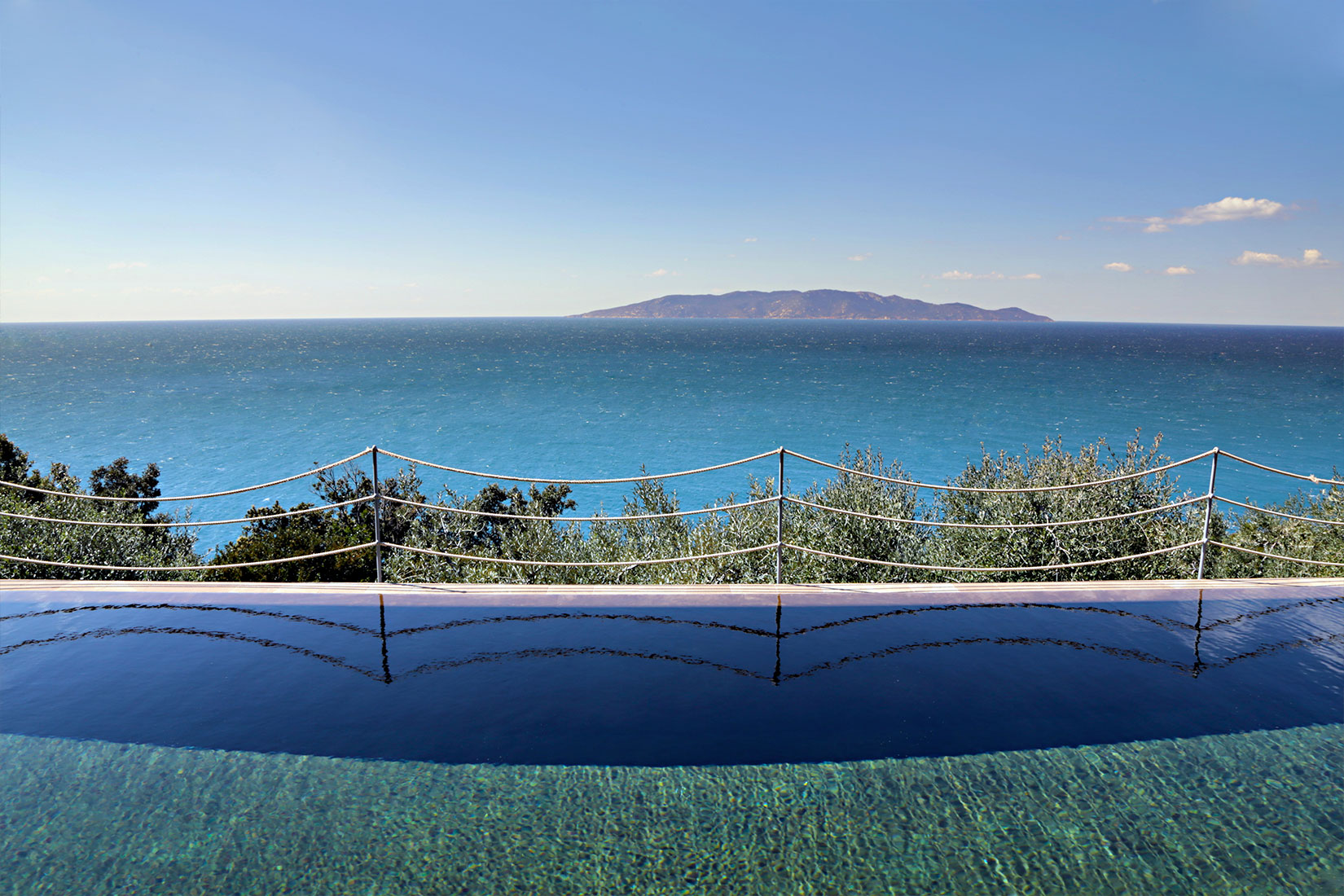 Capo D'Uomo Infinity Pool And View