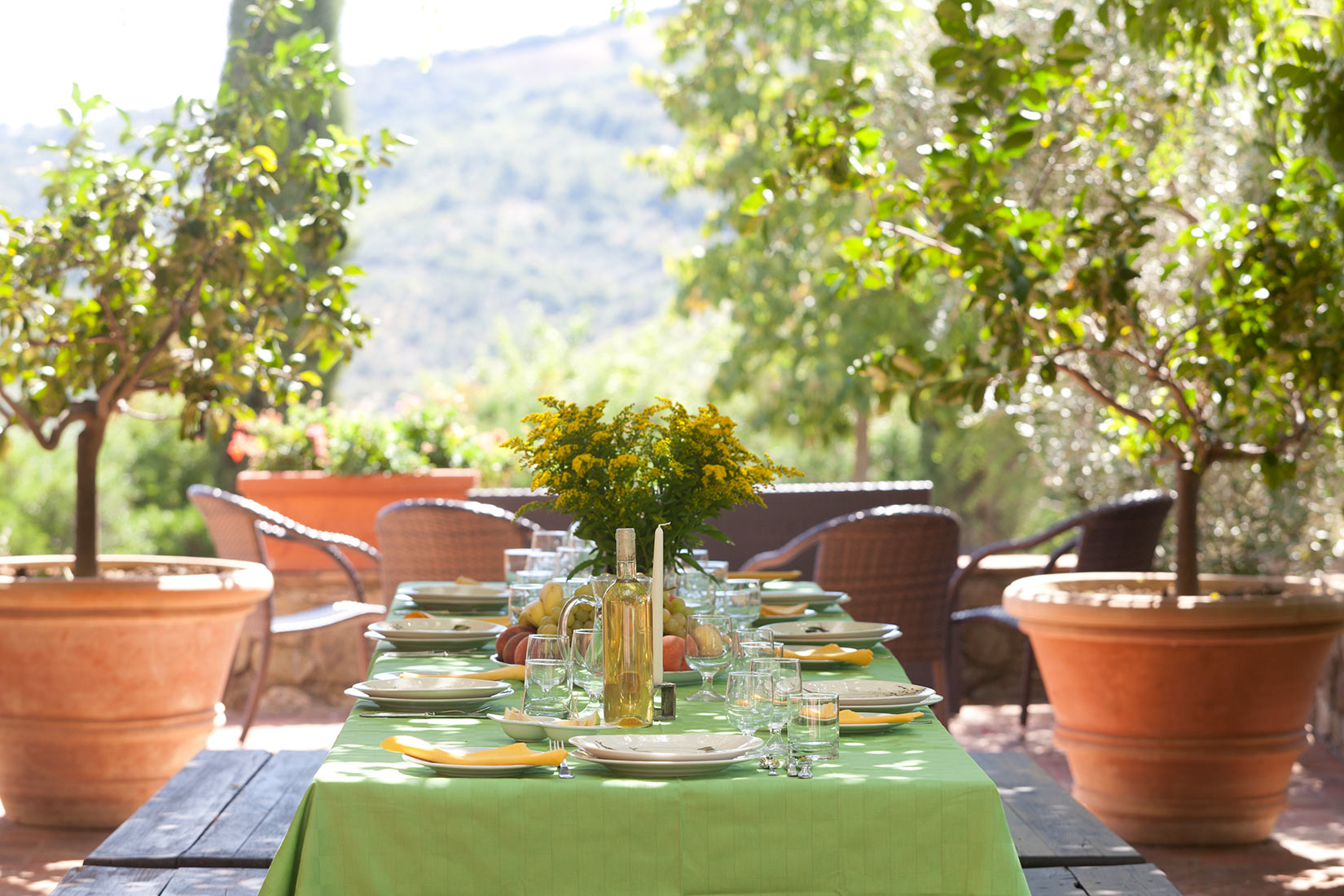 Eating-al-fresco-tuscany